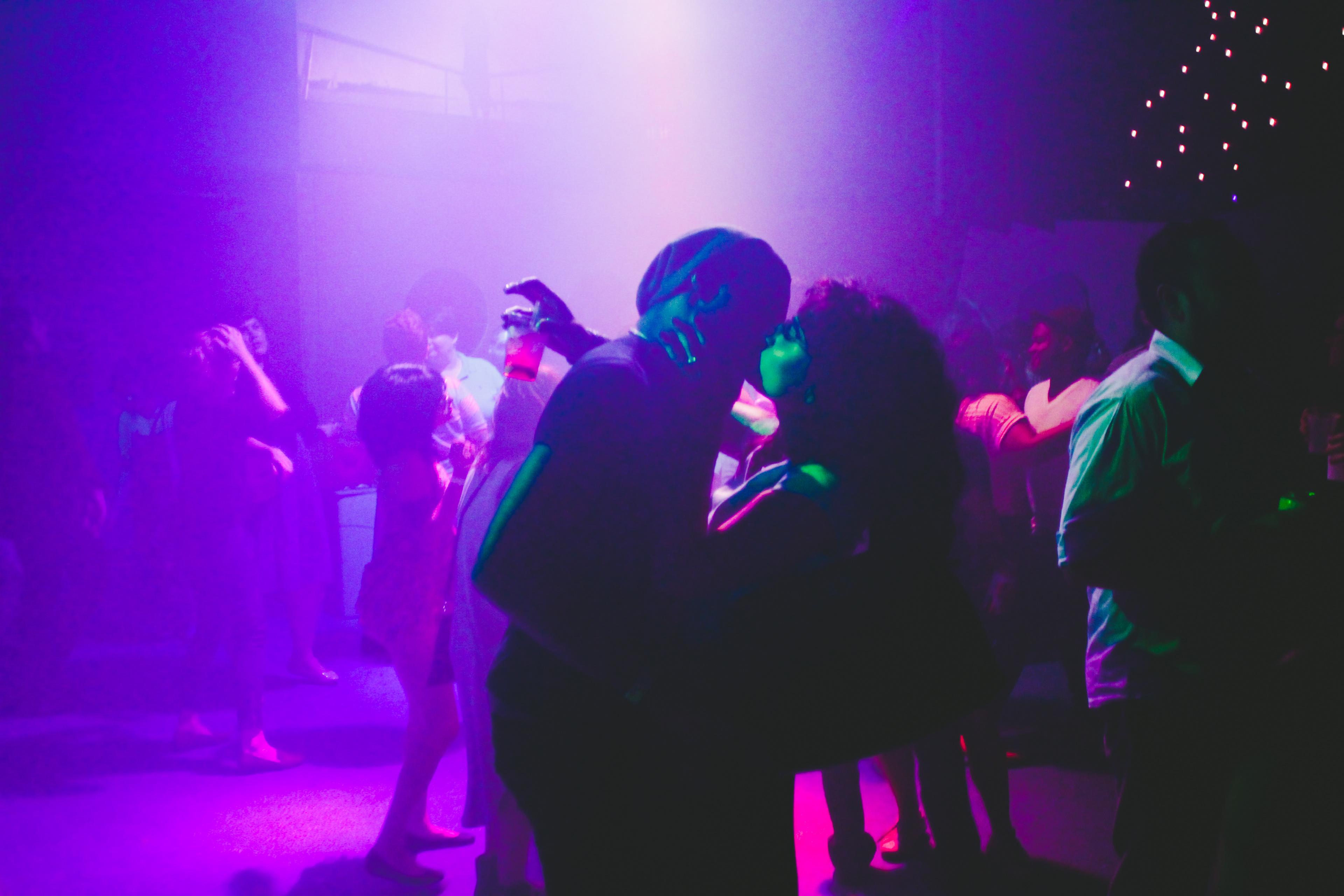 адаптируется фото медленного танца в клубах состав