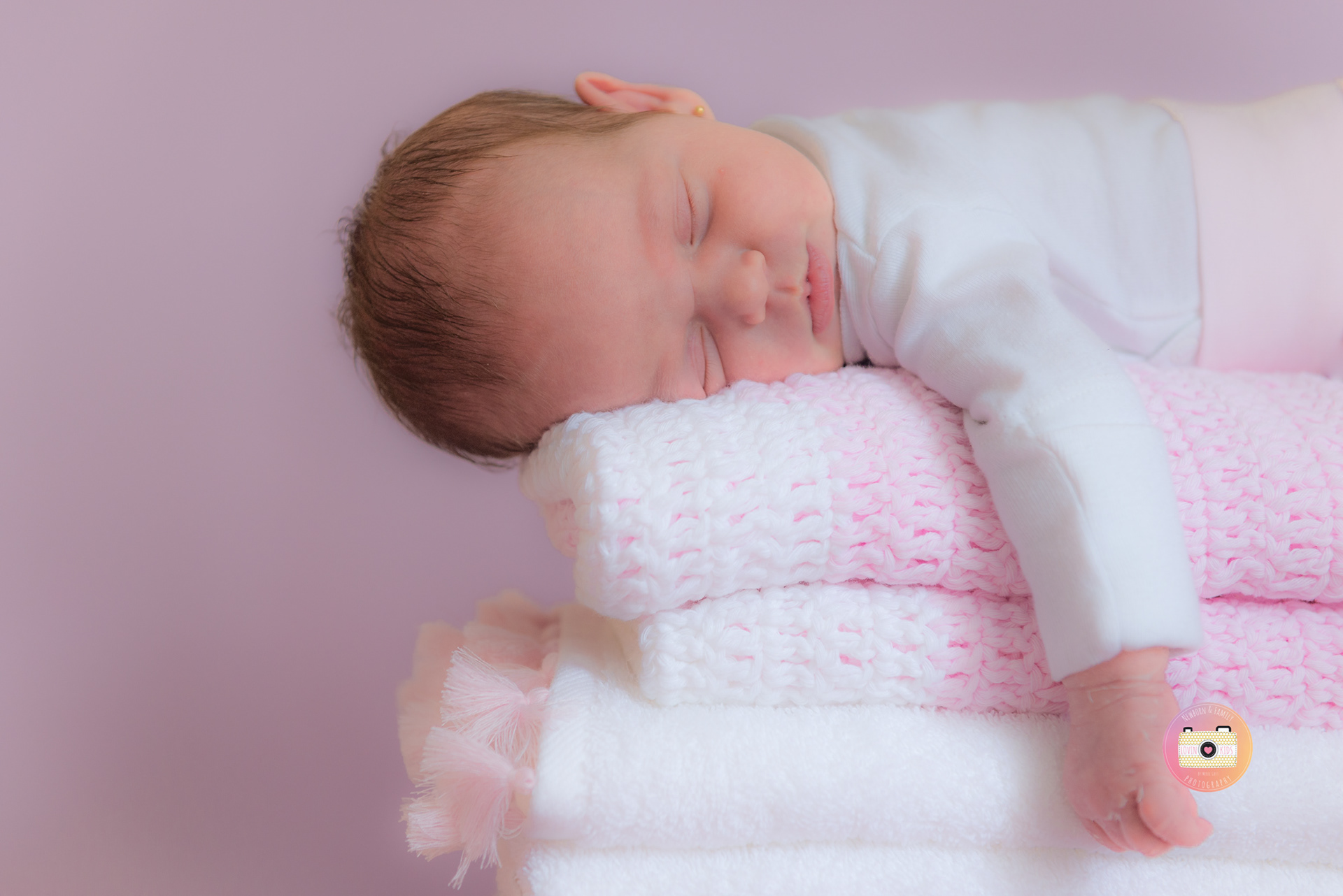 Merce gost lifestyle photographer newborn sesion with 7 - Baby spa barcelona ...