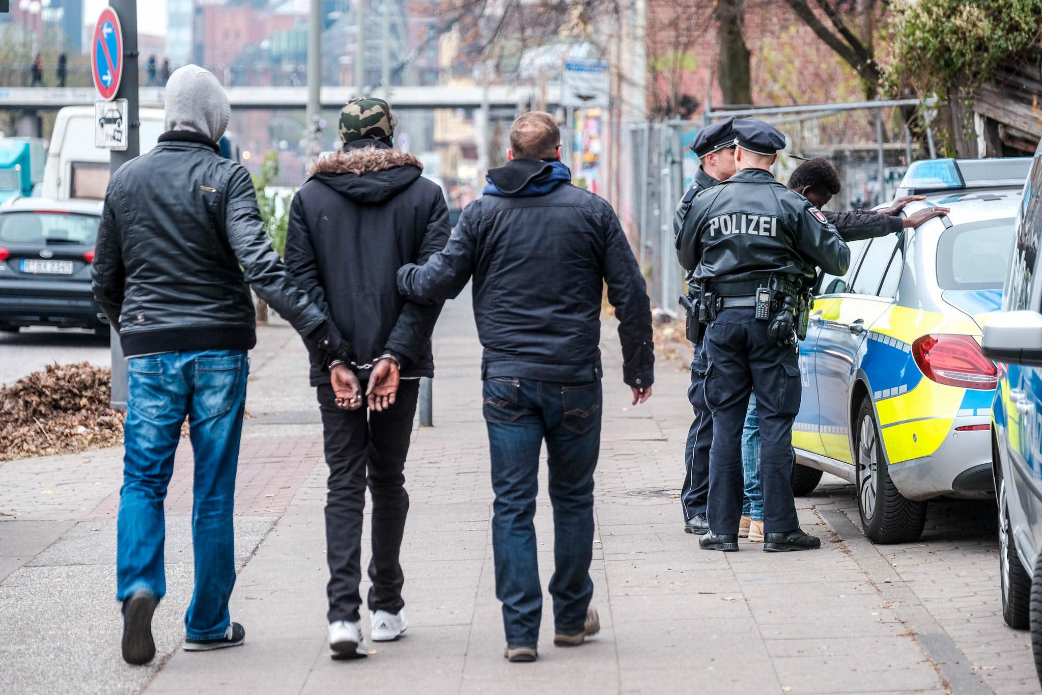 Michael Arning - 2018-11-21 Drogenrazzia an der St.Pauli Hafenstraße