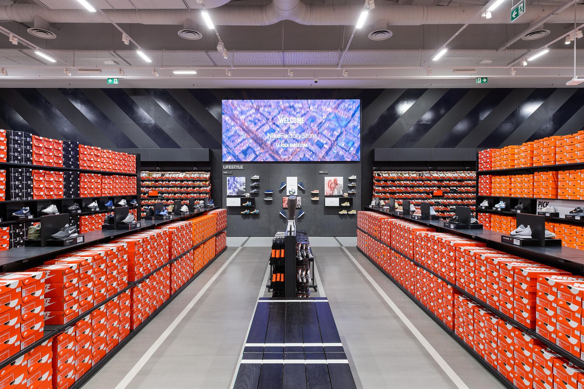 Pulido gloria histórico  Leanna McAlpine - Nike Factory Store, Barcelona